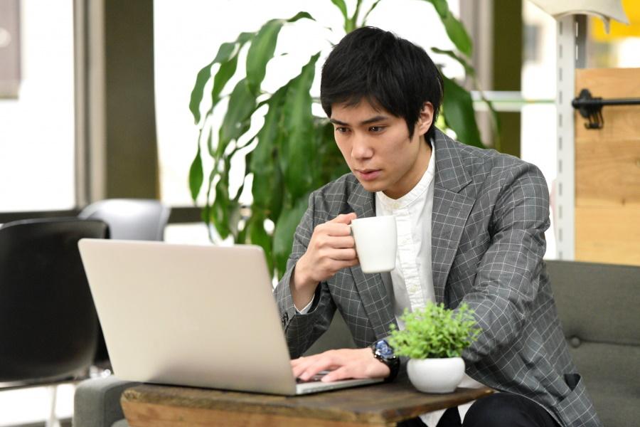 フリーランスとは個人事業主 副業から自営業として独立する方法