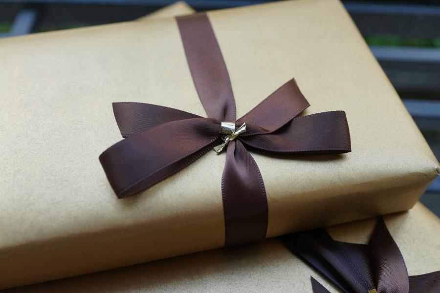 営業マンがプレゼントすべき理由|顧客が喜ぶギフトとは?