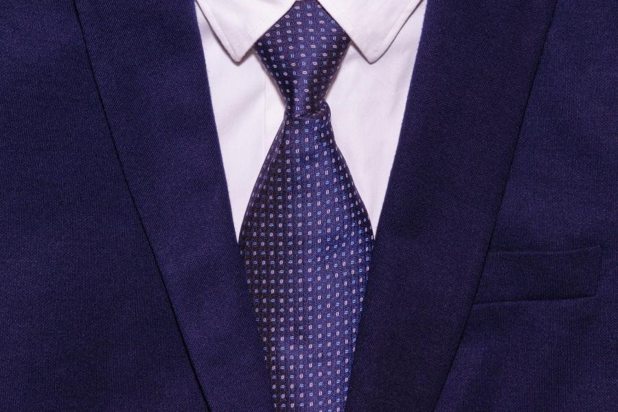 営業スーツの色はどうする?流行り&お洒落な着こなし解説