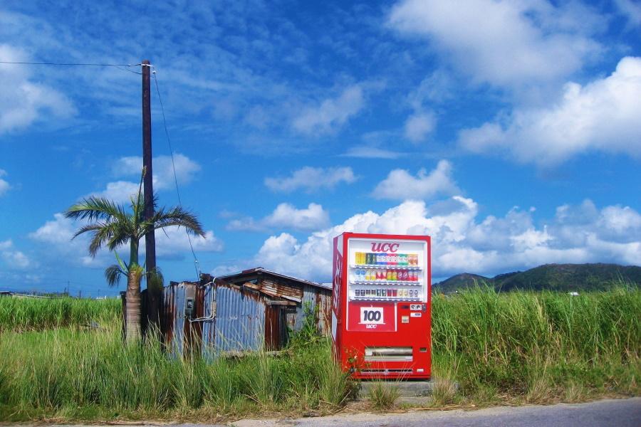 自動販売機の設置はどこがいい?気になる費用や電気代を解説
